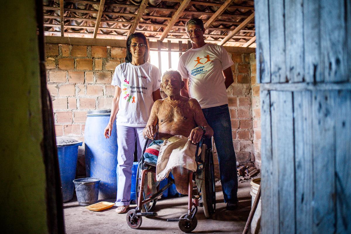Voluntários do Morhan em visita a paciente. Foto: marcelo londono